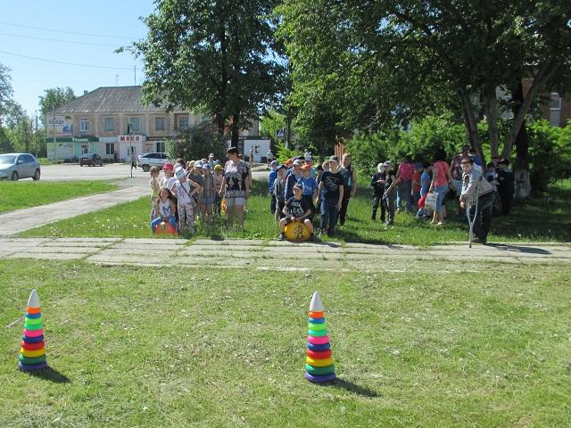 14 июня на площади Центра культуры и кино «Родина» состоялась квест игра «Легенда тропы индейцев» для детей отдыхающих в лагере дневного прибывания Центра образования и профессиональной ориентации.