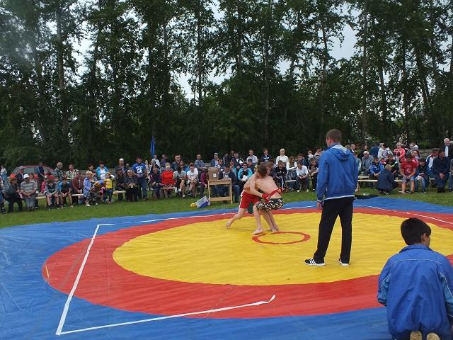 """2 июля на стадионе """"Шахтер"""" состоялся спортивно-развлекательный праздник """"Сабантуй""""."""