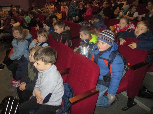 """14 ноября состоялась кинопрограмма для детей детского сада 18 «Ласточка» - «Милая мама моя!»"""", посвященная Дню матери."""