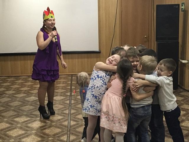 29 января в ЦКиК «Родина» состоялась игровая программа «Путешествие в замок Светофорд». Всесте с королевой замка юные участники отправились в путешествие.