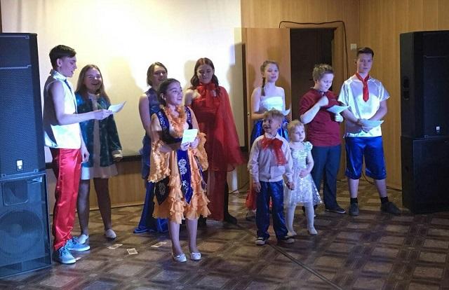 9 февраля состоялась игровая программа для детей и родителей «Фабрика звёзд». Команды детей и родителей состязались в творческих испытаниях, пели, танцевали и отгадывали загадки. В завершении программы для всех участников, были представленных творческие номера от детской студии «Таурики».