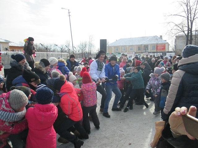 18 февраля на площади Центра культуры и кино «Родина» состоялись масленичные гуляния «Буланашские потешки». Ведущие: Говорушка, Болтушка и Шутиха устроили для жителей поселка настоящий праздник с играми, забавами, хороводами и угощением блинами.