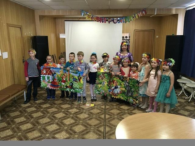 11 марта в ЦКиК «Родина» состоялась детская развлекательная программа «Праздник в долине цветов». Дети отправились в путешествие на весёлом паровозике. Разгадывали ребусы и загадки, рисовали необычные цветы, пели песни и танцевали.