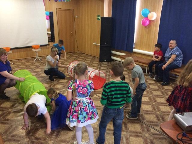 18 марта в Центре культуры и кино «Родина» состоялась игровая развлекательная программа «Веселые старты» для детей 7 лет. Ребята в игровой форме изучали правила дорожного движения, соревновались в скорости и ловкости.