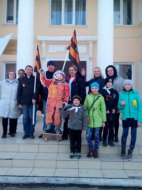 12 апреля коллектив Центра культуры и кино «Родина» совместно с Всероссийским общественным движением «Волонтеры Победы» провели акцию «Улыбка Гагарина», посвященную Дню космонавтики.