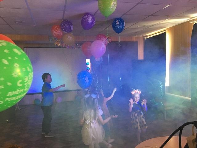 6 мая в Центре культуры и кино «Родина» состоялась игровая развлекательная программа «В гости к Лунтику» для детей 5 лет. Ребята выполняли различные задания, чтобы помочь Бабе Капе и Лунтику испечь именинный торт.