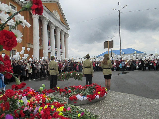 9 мая 2018 года  жители поселка Буланаш прошли победным строем с портретами своих близких к Памятнику «Вестник Победы», чтобы отдать дань памяти советским людям, победивших фашизм.