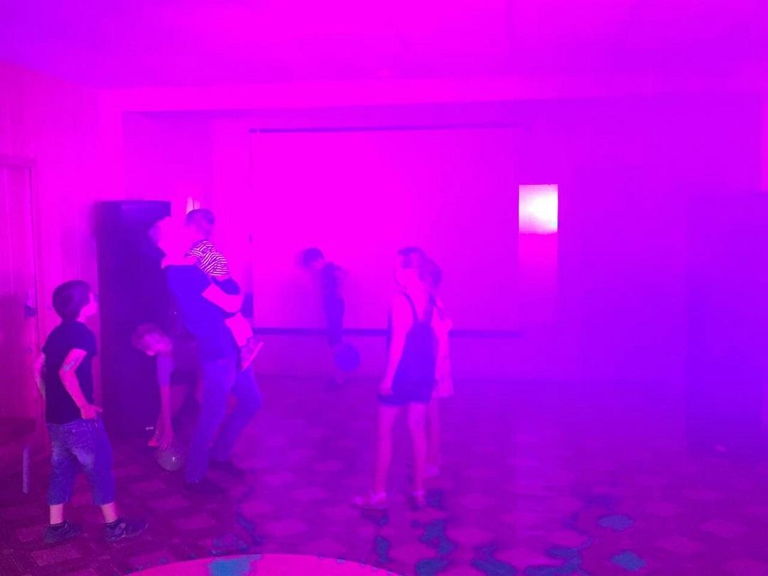 18 июля в ЦКиК «Родина» состоялась развлекательная программа «Веселиться! Отдыхать! Каникулы классно отмечать!». Участники вместе с родителями выполняли фанты, загадывали и отгадывали загадки, танцевали и рисовали.