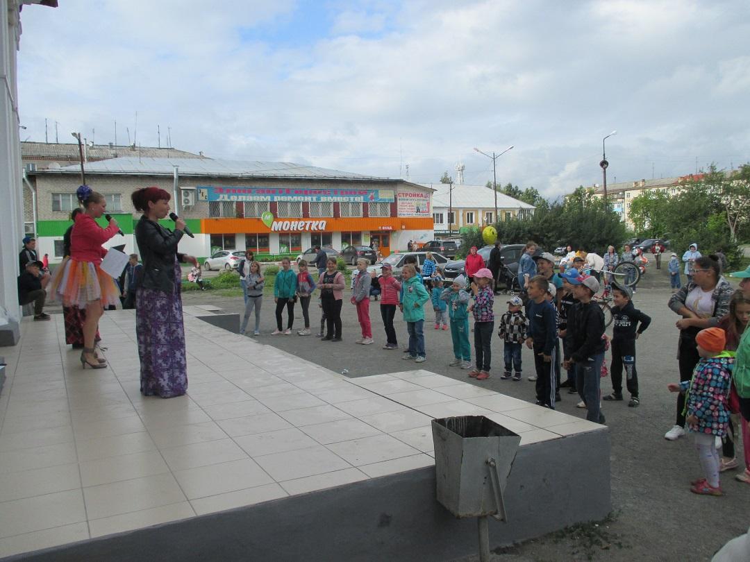 17 августа на площади Центра культуры и кино «Родина» состоялась игровая программа «Наш поселок расчудесный, милый, славный Буланаш!», посвященная 80-летнему юбилею поселка Буланаш.