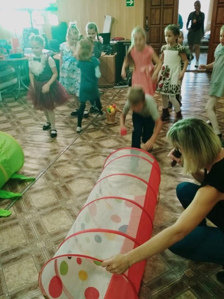 22 сентября в ЦКиК «Родина» состоялась детская игровая программа «Весёлые старты». Ребята соревновались в ловкости, скорости и смекалке.