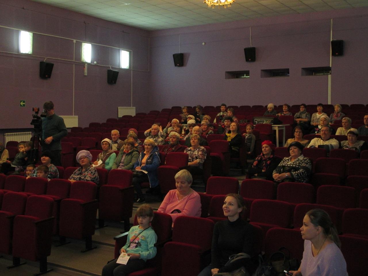 7 ноября Свердловский филиал компании «ЭнергосбыТ Плюс» совместно со «Сбербанком» провел бесплатную акцию для пожилых жителей Артемовского городского округа «Бабушка с дедушкой идут в кино».