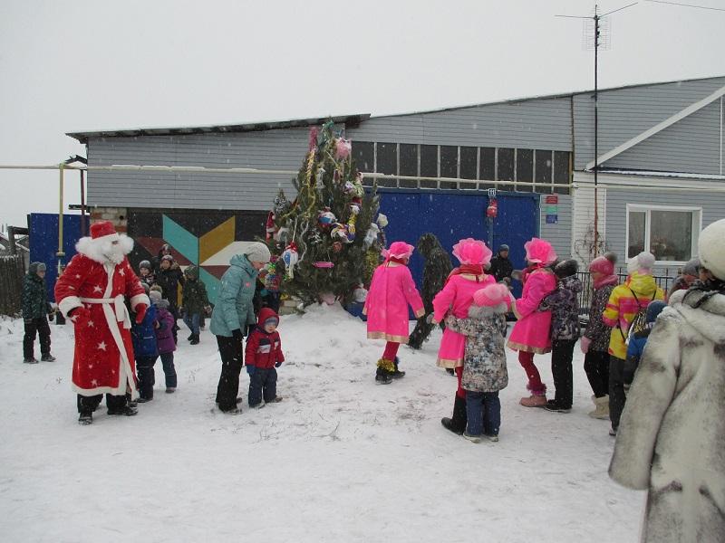 Открытие снежного городка в поселке Буланаш в микрорайоне «Факел» по адресу пер. Забойщиков, 11