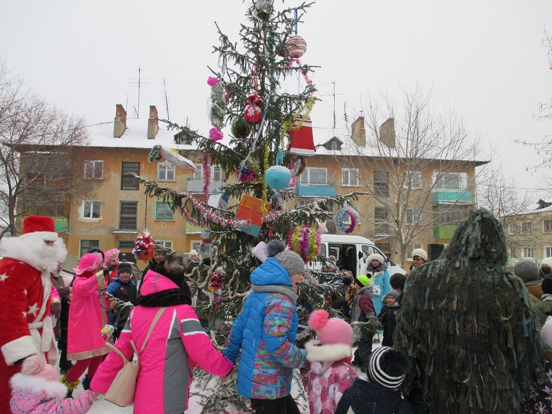 Открытие снежного городка в поселке Буланаш в микрорайоне «№8» по адресу ул. Февральской Революции, 54