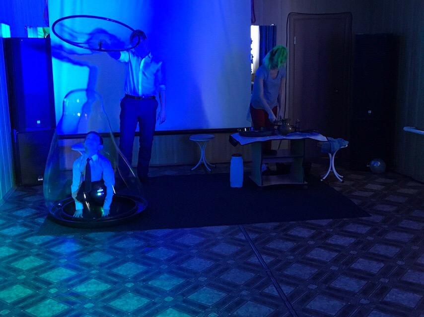 8 декабря в Центре культуры и кино «Родина» состоялась детская игровая программа «Вирус–противус» для детей 10 лет. Мальчики и девочки прошли испытания в форме квест-игры и посмотрели шоу мыльных пузырей. В конце программы для детей прошла дискотека.