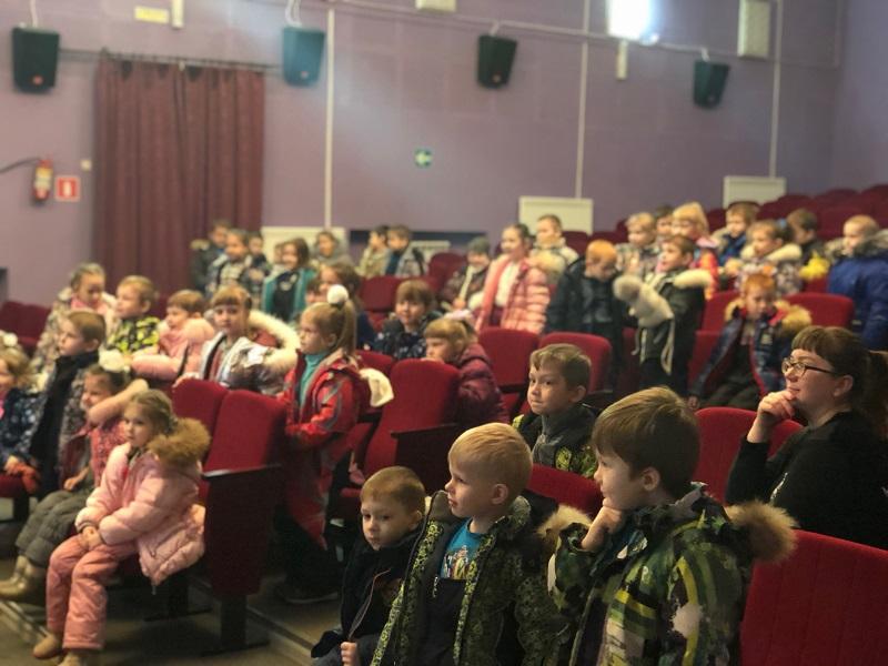 20 февраля в Центре культуры и кино «Родина» состоялась кинопрограмма для детей детского сада N18 «Ласточка» - «Армейский калейдоскоп», посвящённая Дню Защитника Отечества.