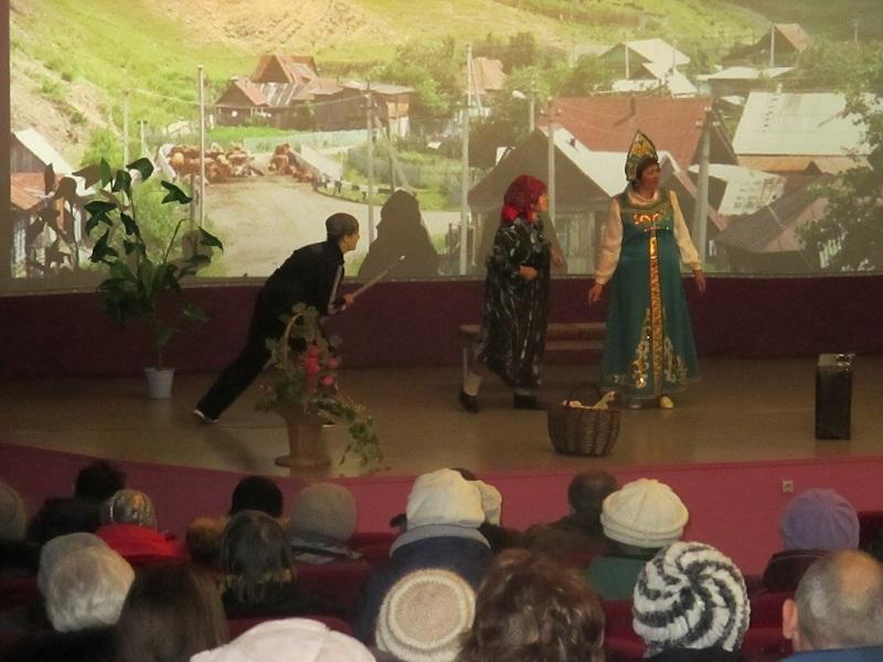 8 марта состоялось праздничная театрализованная программа на татарском языке «Женщина о счастье говорит».