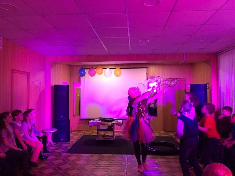 Фото: 14 марта в Центре культуры и кино «Родина» состоялась детская игровая программа «Весенняя карусель». Ребята выполняли музыкальные творческие задания, отвечали на вопросы викторины, ловили мыльные пузыри желаний.
