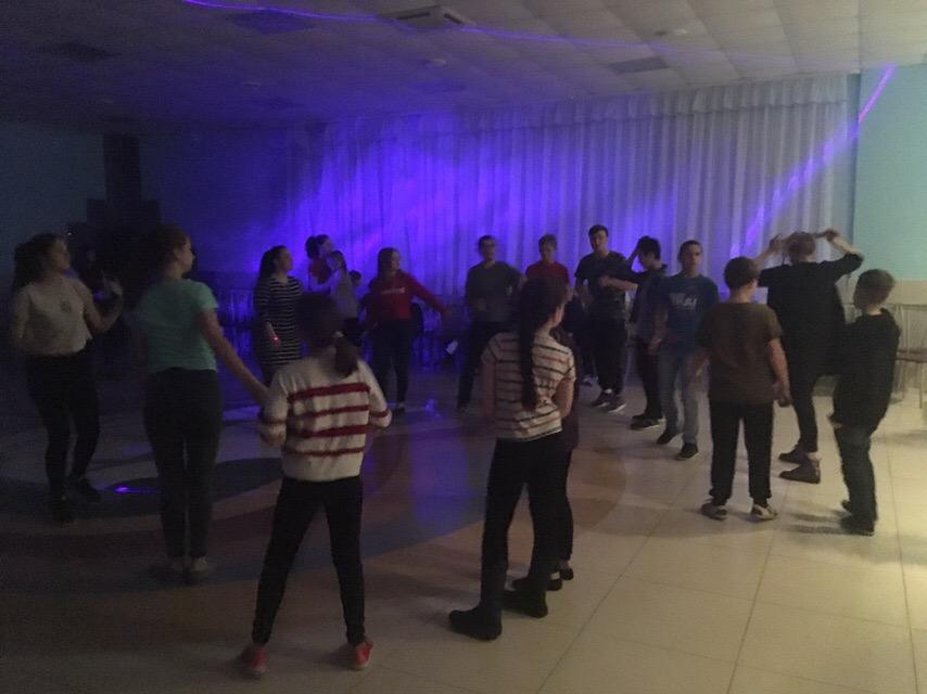 28 марта на базе Санатория «Талый ключ» сотрудники Центра культуры и кино «Родина» провели танцевальную игровую программу «Диско-шар, лучи здоровья»