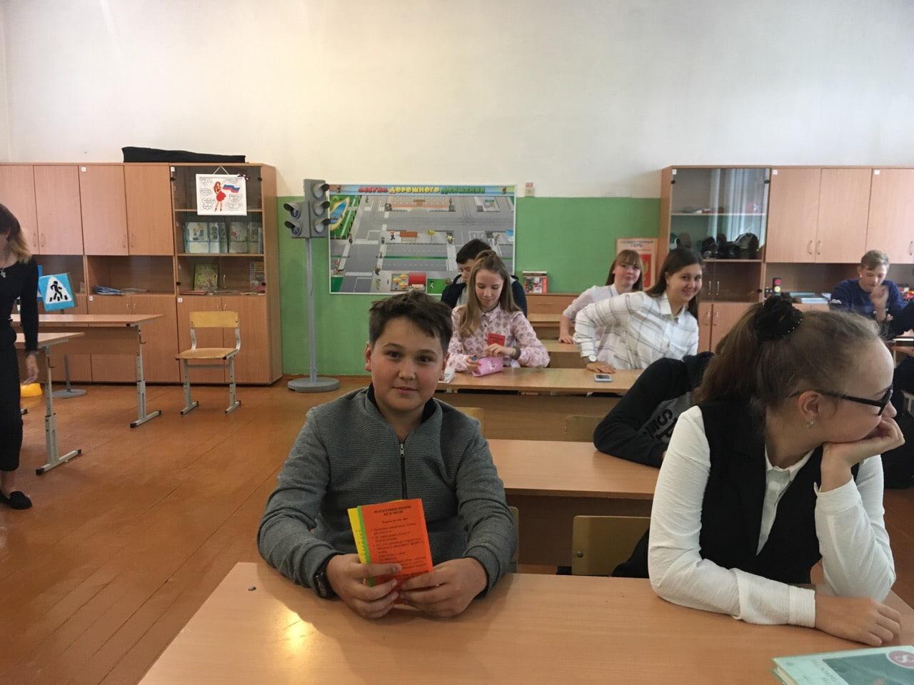 2 октября Центром культуры и кино «Родины» для учащихся 8«В» класса МАОУ СОШ №8 проведена кинопрограмма «Пробовать или не пробовать? Вот в чем вопрос».