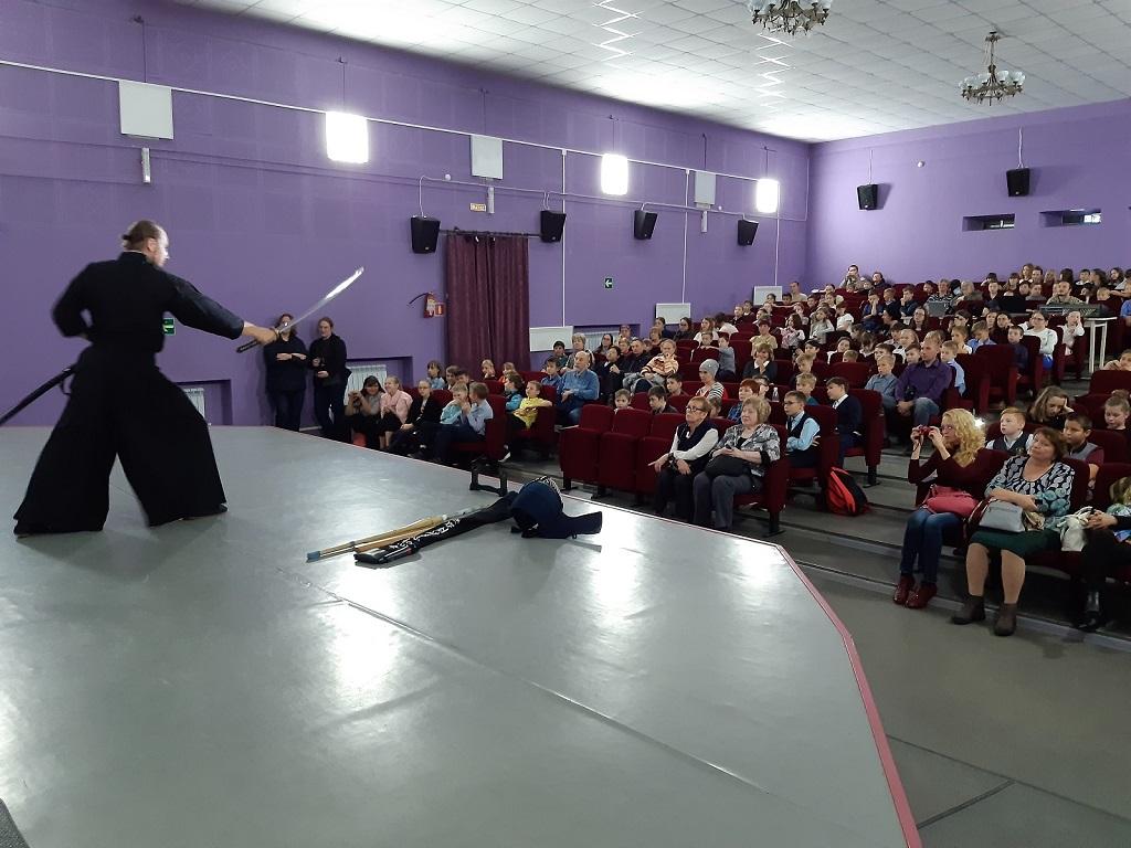 16 октября в Центре культуры и кино «Родина» прошел кинофестиваль «Японская осень на Урале». Мастер-класс по иайдо