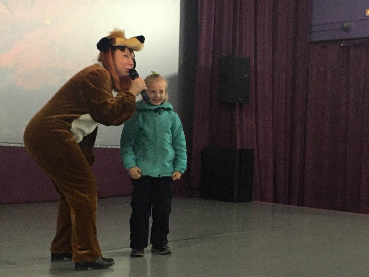 детская кинопрограмма по правилам дорожного движения «Безопасный путь домой по шумной мостовой» для воспитанников детского сада «Ласточка»
