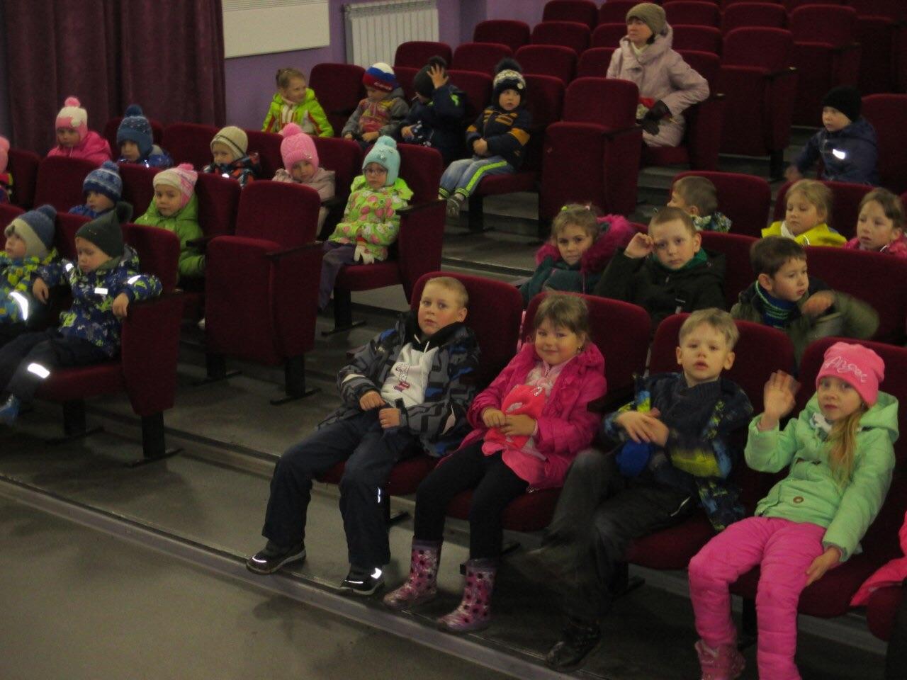 кинопрограмма по правилам дорожного движения «Самый главный на дороге - это дядя Светофор» для воспитанников детского сада «Рябинка»