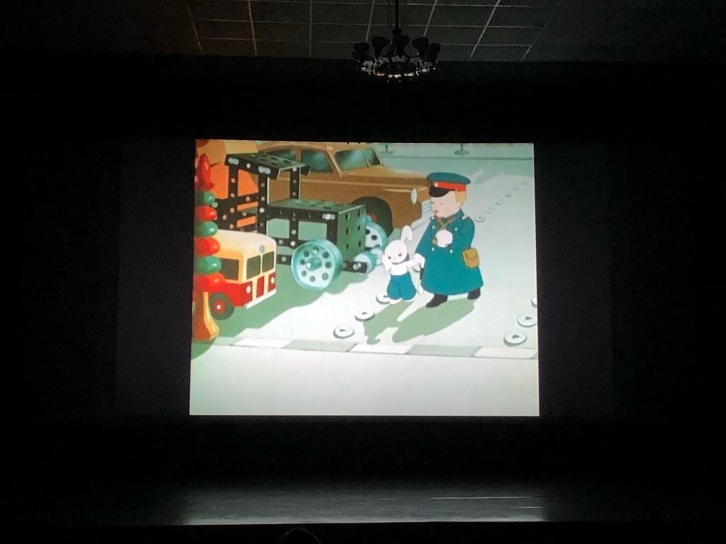 кинопрограмма по правилам дорожного движения «Знаки на дорогах нам в пути помогут!» для воспитанников детского сада «Журавушка»