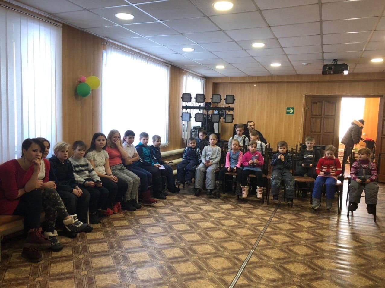 в рамках акции #ЩедрыйВторник состоялся бесплатный показ мультфильма для воспитанников Центра социальной помощи семье и детям.
