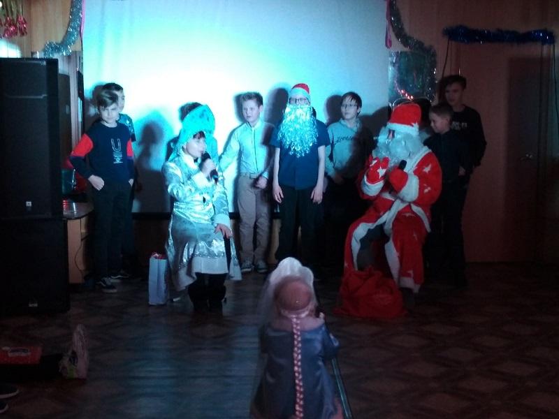 праздничная игровая программа для детей «Новый год - к нам идёт!»