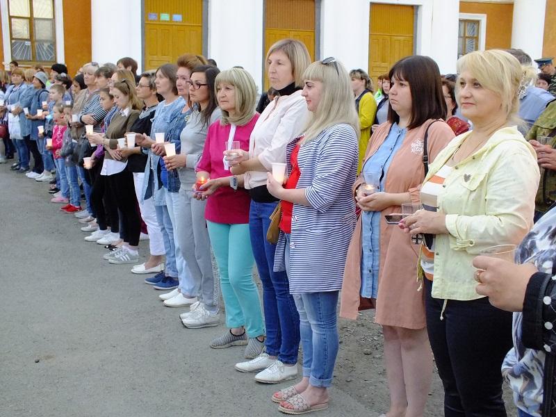 22 июня в 21:00 у памятника «Вестник Победы» состоялась акция «Свеча памяти», на которую пришли сотни буланашцев