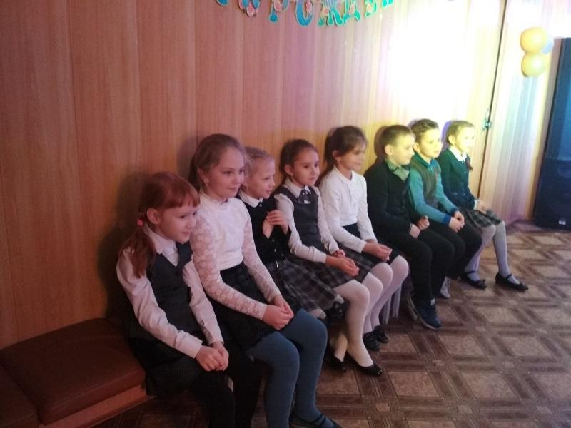 Дети на кинопрограмме