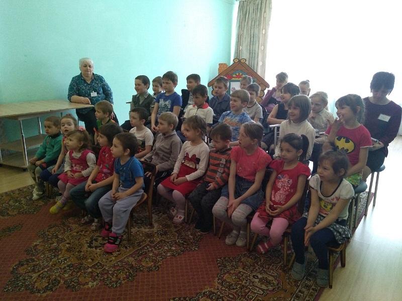 Ребята рассказали малышам о добре, о хороших поступках, о дружбе и друзьях