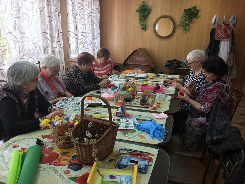 мастер-класс по росписи яиц «Пасхальные узоры» для клуба ветеранов «Отражение»