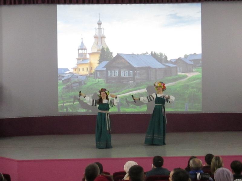 В ходе программы зрители участвовали в старинных играх и забавах.