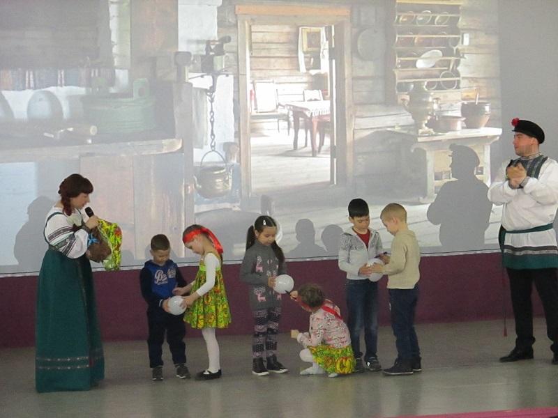 Зрители участвовали в старинных играх и забавах