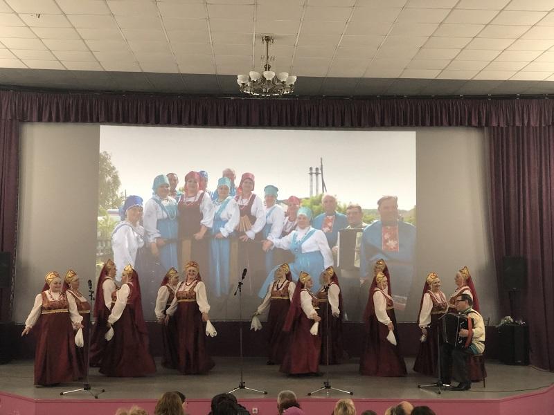 самодеятельные артисты народного вокального коллектива ветеранов «Шахтёрский огонёк»