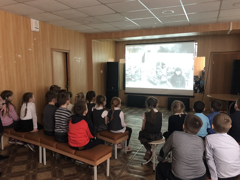 Так же учащиеся посмотрели фильм о жизни детей в годы войны на передовой и в тылу, об их помощи в приближении победы.