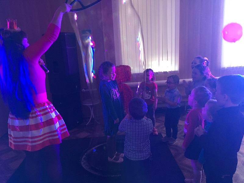 детская игровая программа «Путешествие на танцевальную планету»