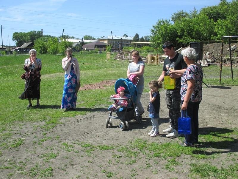 праздничная программа «На свете много улиц разных», посвященная празднованию 45-летнего юбилея дома №8 по улице Комсомольской
