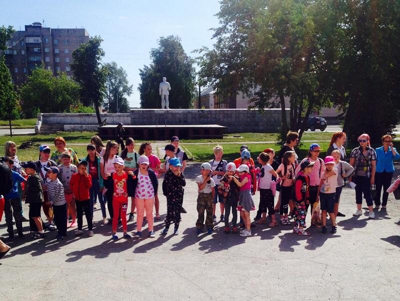 Дети отгадывали загадки, пели песни, танцевали и принимали участие в русских обрядовых играх