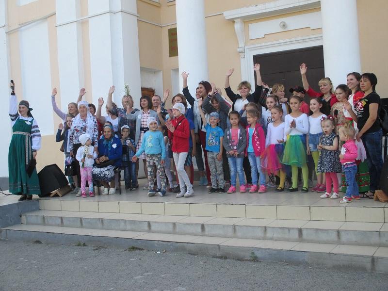 семейная развлекательная программа «Ромашка - семьи волшебный символ», посвященная Дню семьи, любви и верности