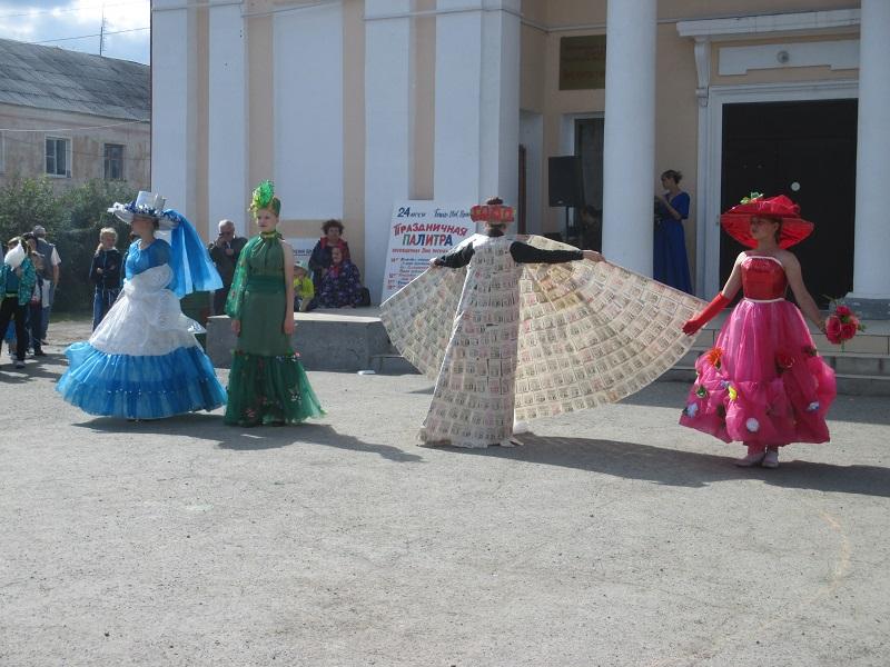 Фото развлекательной программы «Праздничная палитра», посвященной Дню посёлка Буланаш: