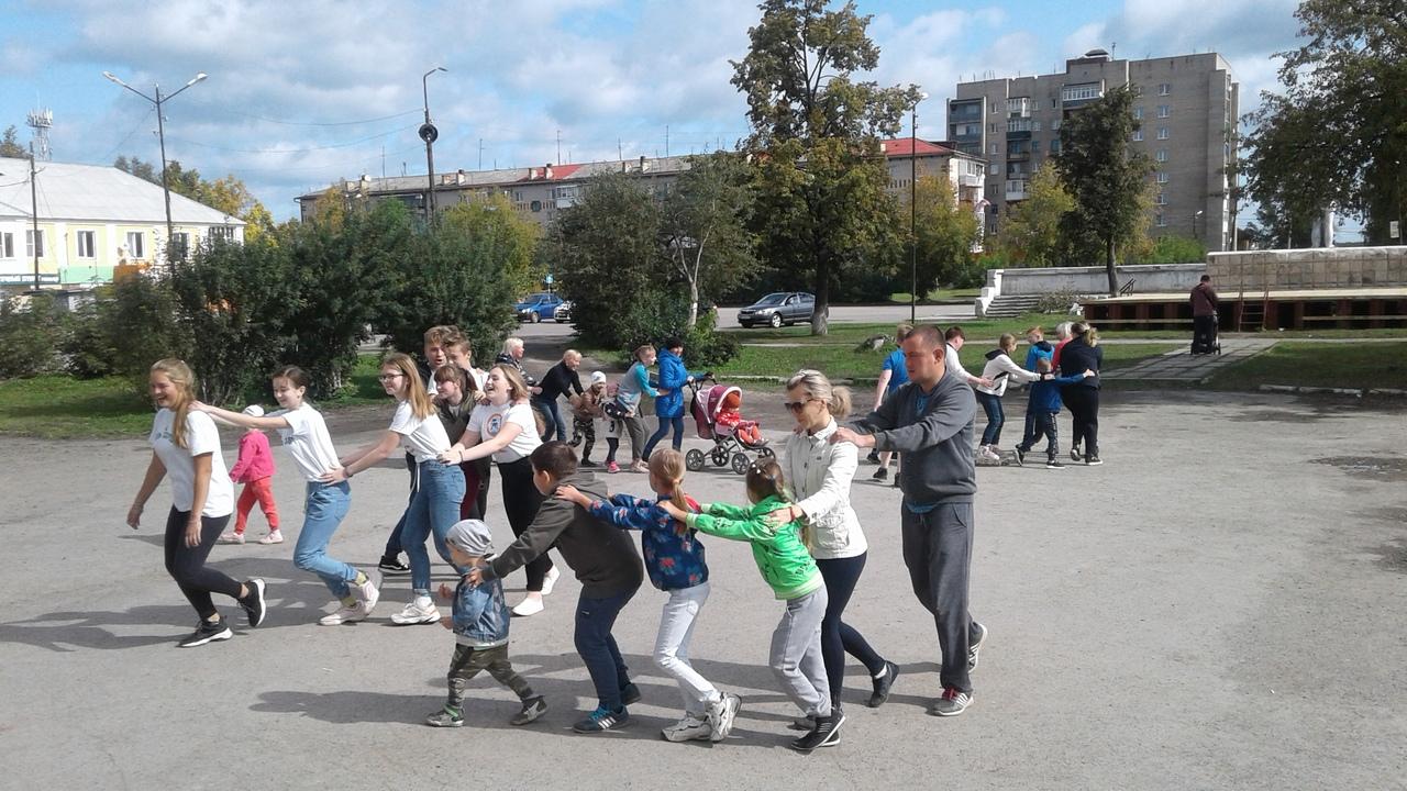 8 сентября на площади Центра культуры и кино «Родина» состоялась семейная игровая тематическая программа «Трезвый посёлок - счастливое будущее!», посвященная Дню трезвости.