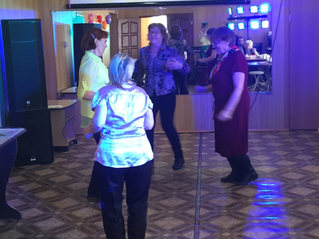 развлекательная программа «Праздник Шарлотки и осенних пирогов» для ветеранов клуба «Отражение»