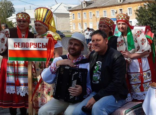 выставка подворий «Парк национальных культур», посвященная Дню народов Среднего Урала